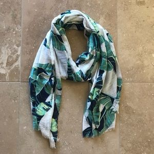 Gap Oversized Lightweight Scarf